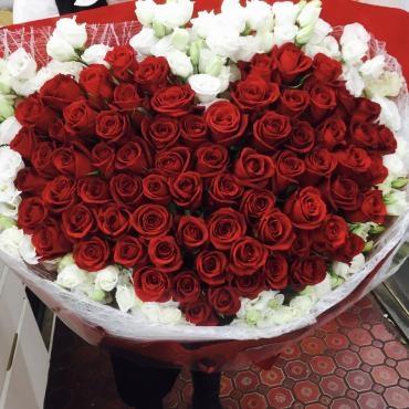 バラの特大ハート花束